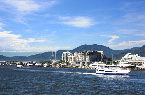Cairns, gateway to the Great Barrier Reef