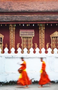 Laos-Luang-Prabang-Alms-Giving-Monks-89349421