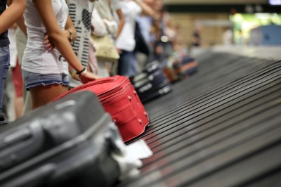 Luggage-carousel-airport-153920459