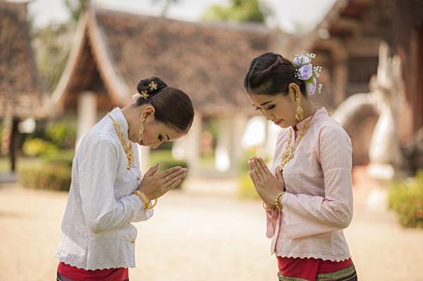 Two Thai women pay respect