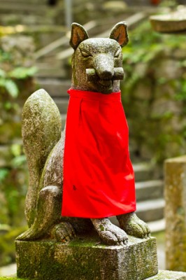 Fox statue in Fushimi Inari-Taisha Shrine
