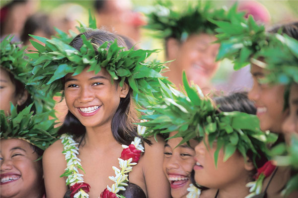 Children-with-Flowers-Tahiti