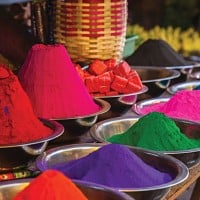 Colourful Spices in India Market_103534631