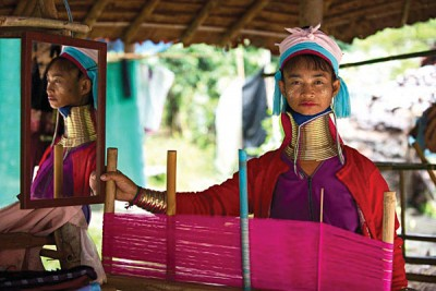 Mae Hong Son trival woman (Photo courtesy of Tourism Authority of Thailand)