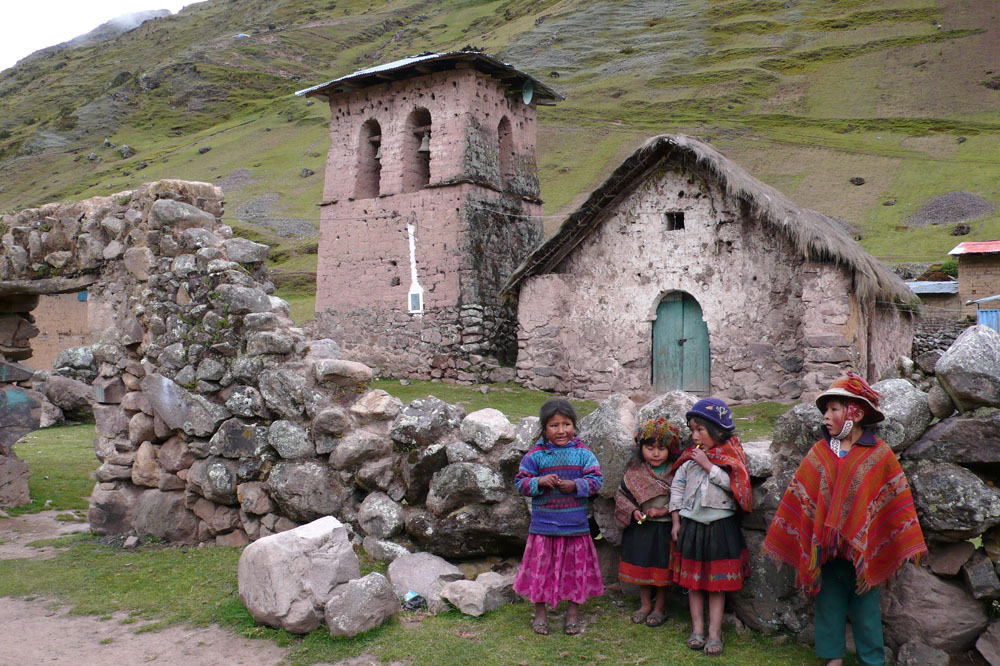 Meet children on route to Machu Picchu