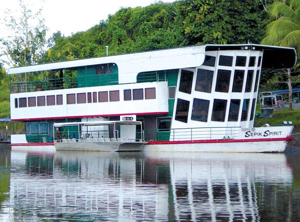Sepik Spirit floating lodge