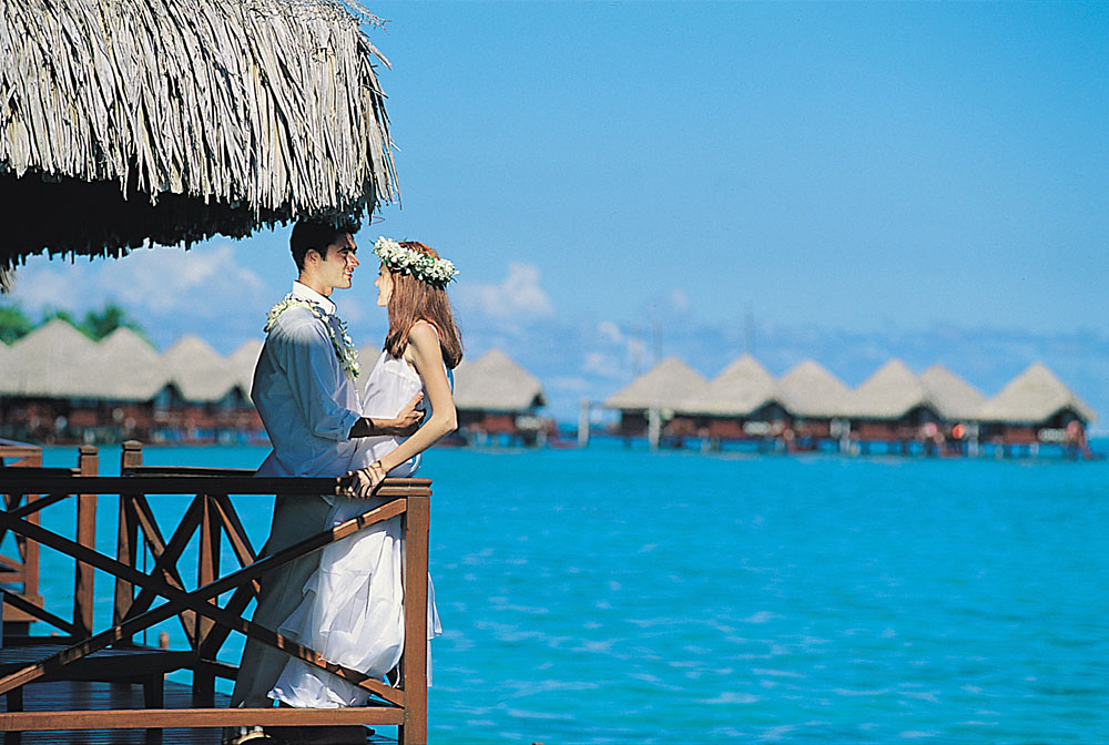 Tahiti - Wedding couple in overwater bungalow