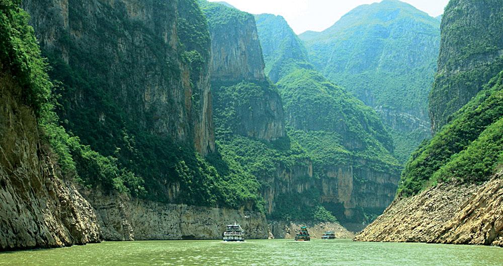 Yangtze River Cruise Scenery and Mountains, China
