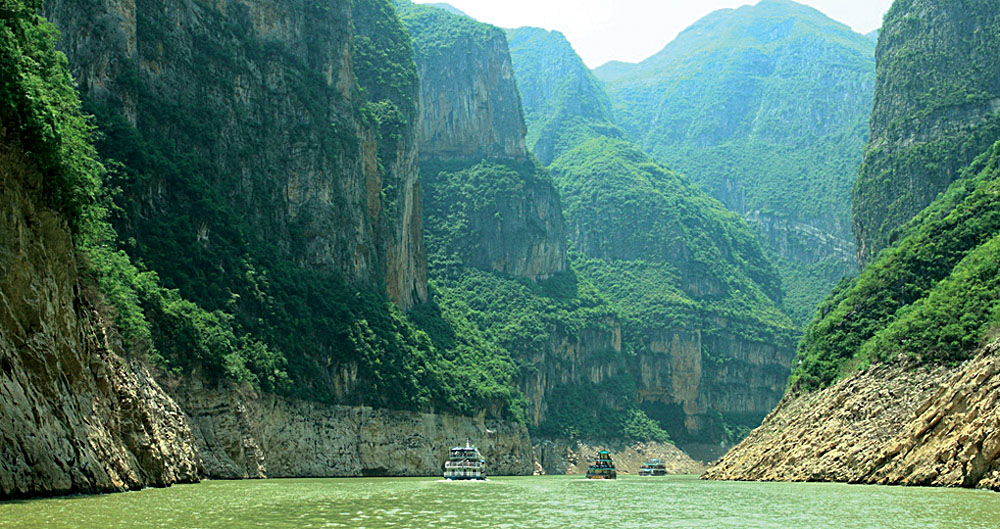 Yangtze River Cruise Scenery and Mountains, China