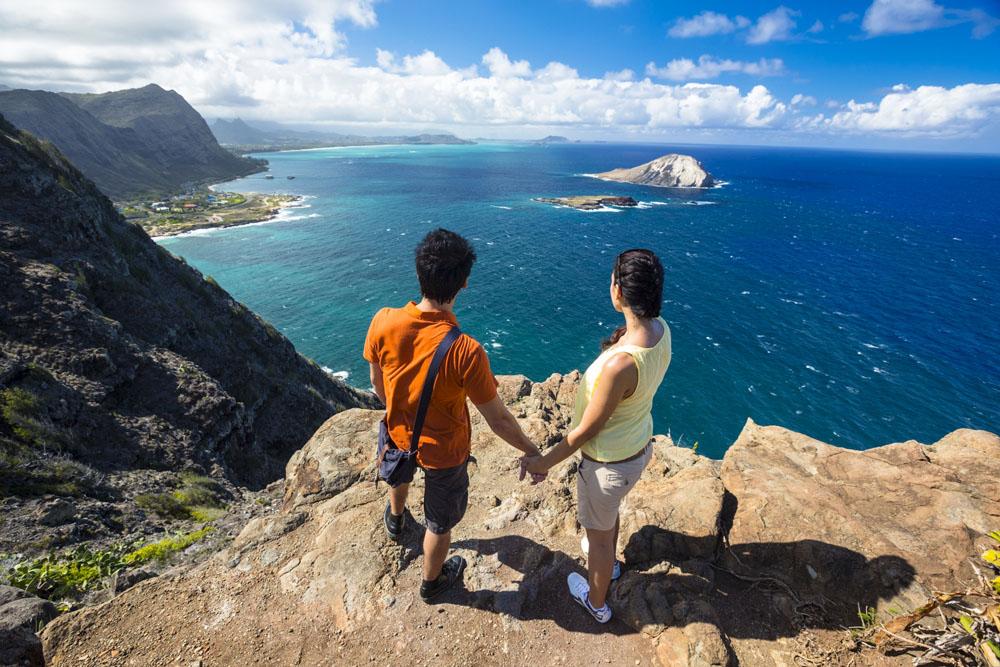Hiking at Waimanalo, Oahu | Image courtesy of Hawaii Tourism Authority and Tor Johnson