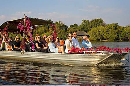 Riverboat wedding | Photo courtesy of afrizim.com