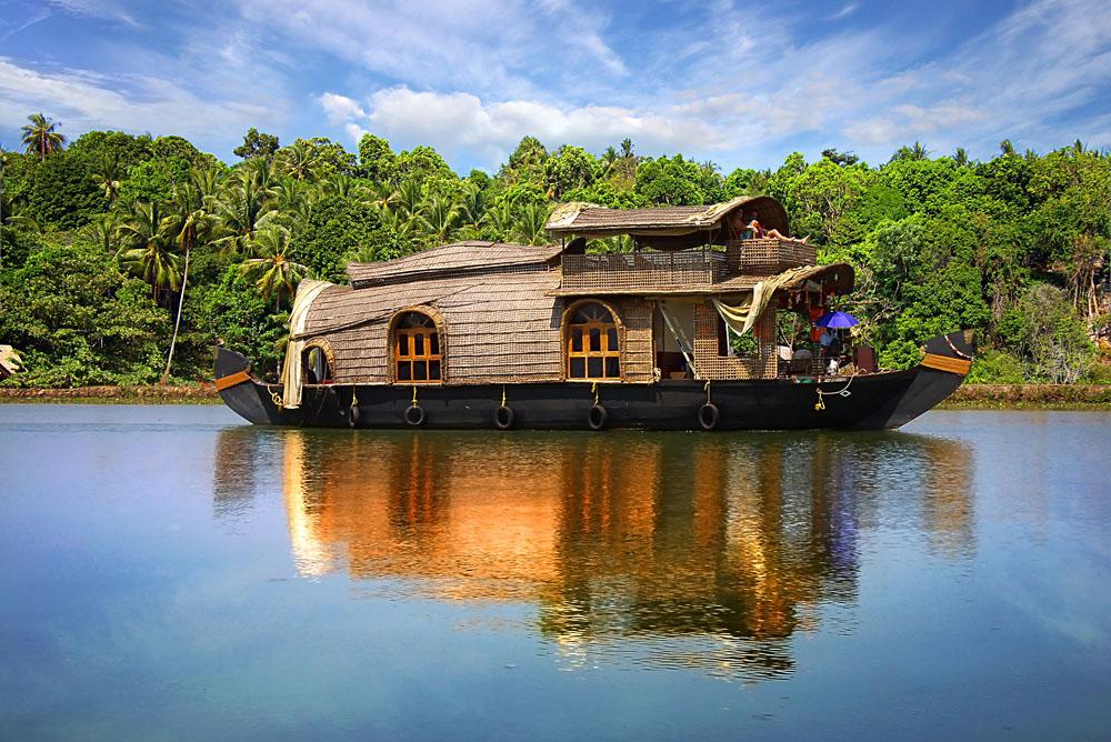 Cruising Kerala backwaters, India