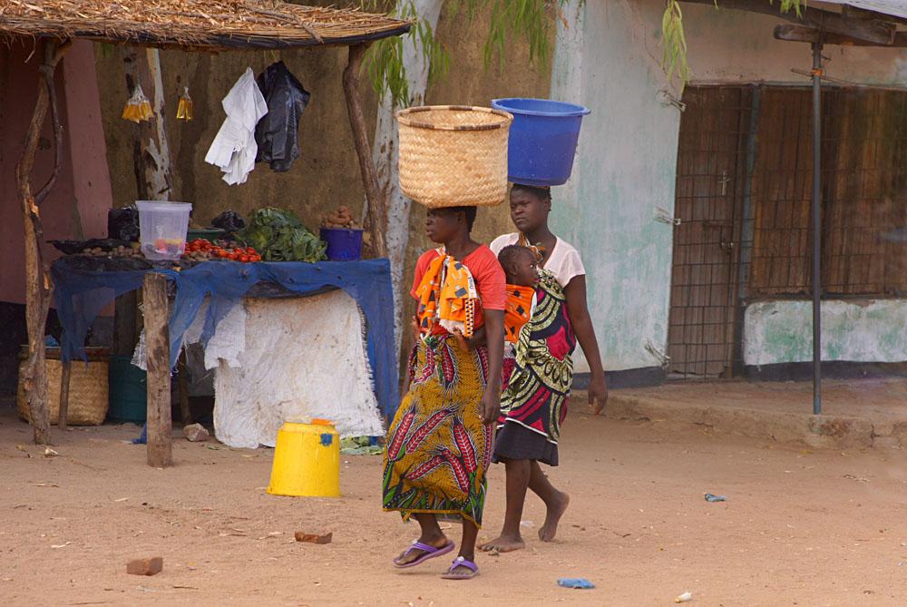 Akke Bos - Ladies Going to the Market, Malawi