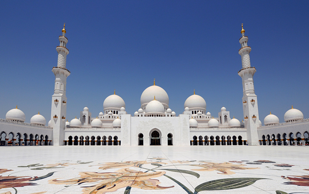 Sheikh Zayed Grand Mosque in Abu Dhabi, United Arab Emirates (UAE)
