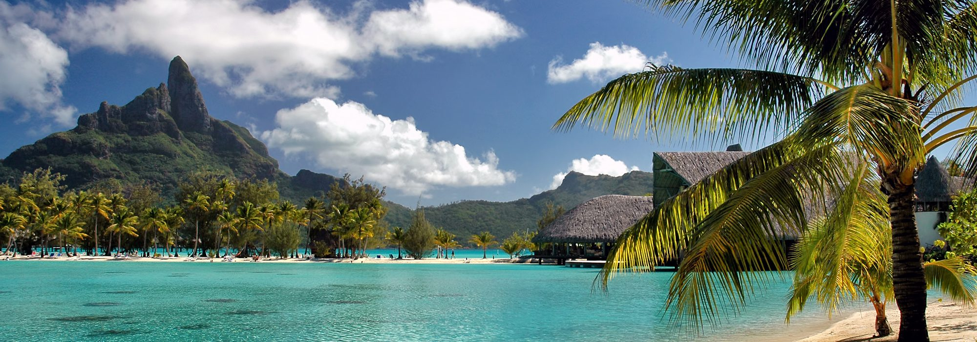 Turquoise water at Bora Bora island beach, Tahiti (French Polynesia)