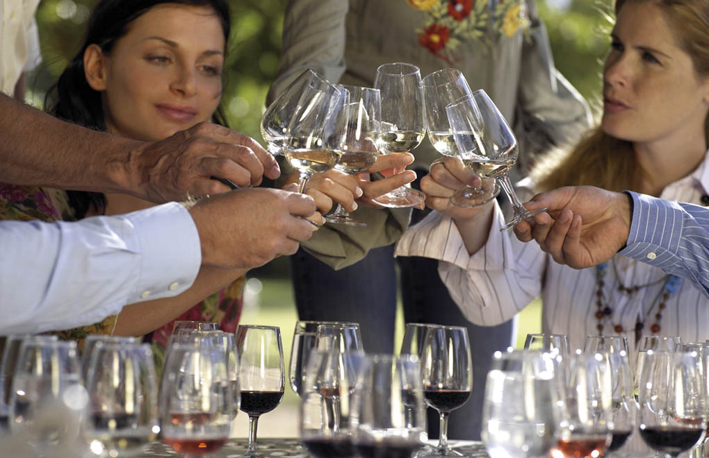 Visiting wineries and wine tasting is always a great group activity. Our group travel planners can help.