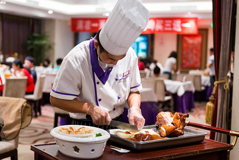 Flash Parker - Chef Serving Peking Duck, Beijing, China_41545