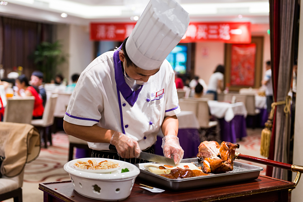 Flash Parker - Chef Serving Peking Duck, Beijing, China_41545