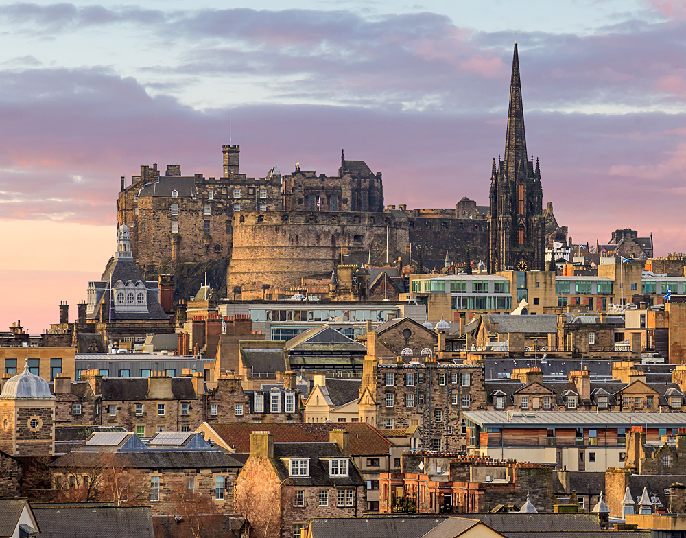 Old town Edinburgh and Edinburgh Castle in Scotland, UK (United Kingdom)
