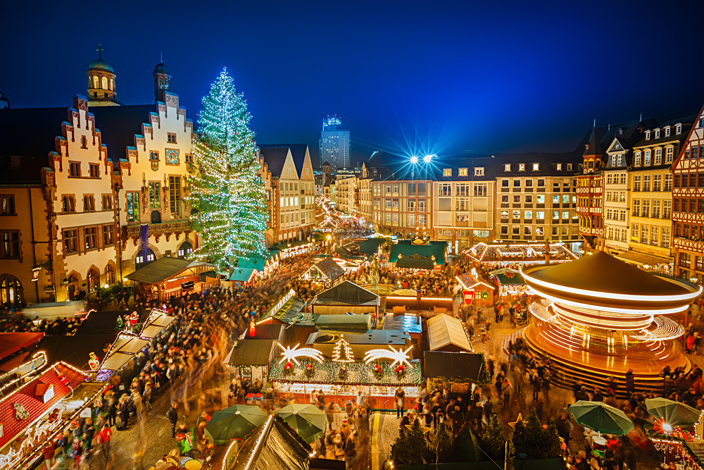 Traditional christmas market in the historic centre of Frankfurt, Germany