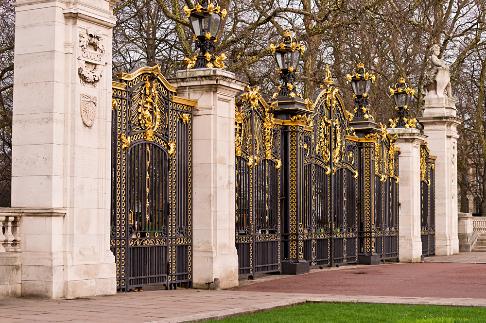 Canada Gate at Buckingham Palace in the Green Park, London, England, UK (United Kingdom)