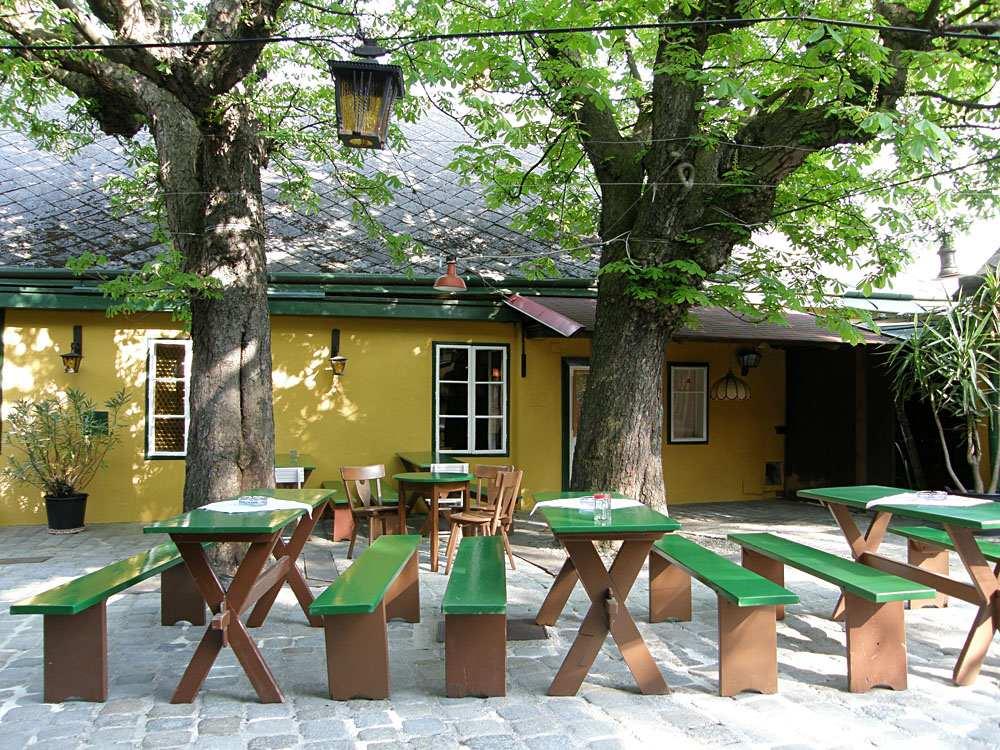 Heuriger tavern in Grinzing near Vienna, Austria