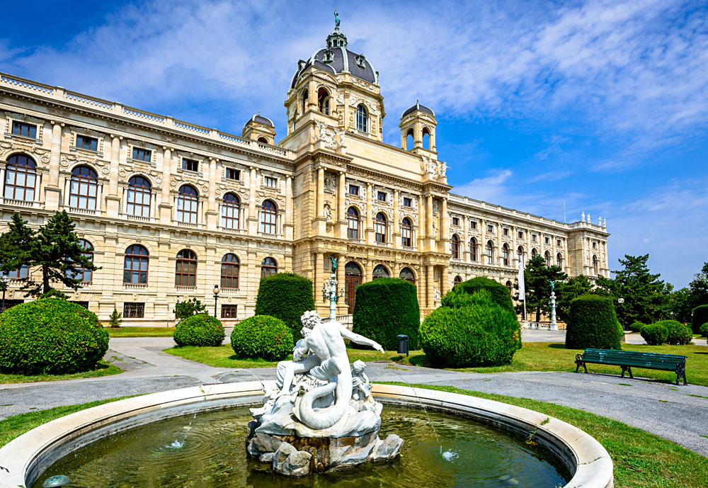 Kunsthistorisches (Fine Arts Museum) with park Maria-Theresien-Platz and sculpture in Vienna, Austria