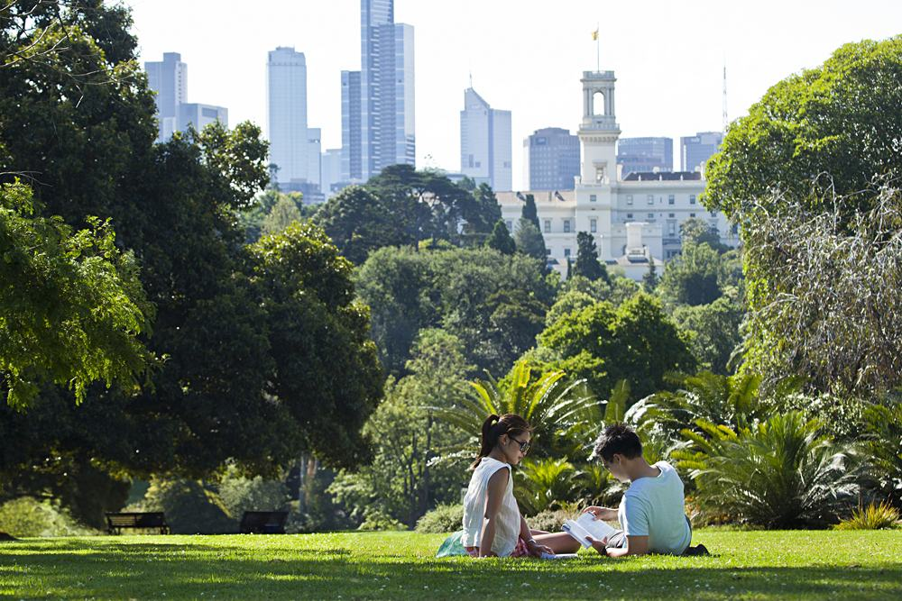 Couple relaxing in the Royal Botanic Gardens near South Yarra, Melbourne, Australia | Photo credit: Greg Elms
