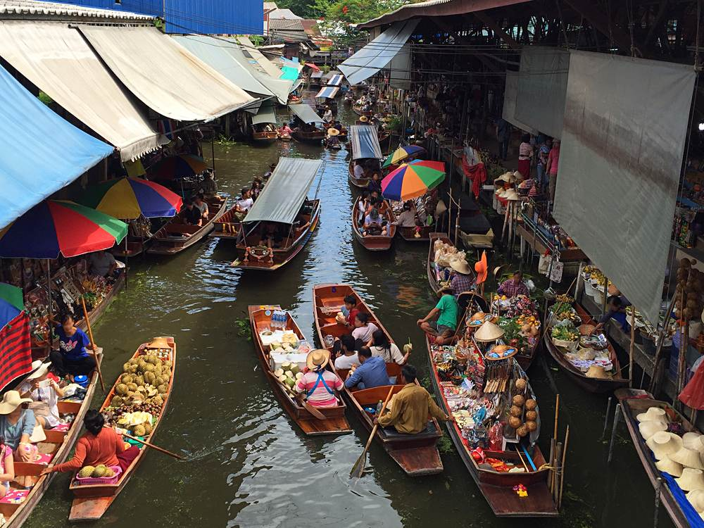 Damnoen Saduak Floating Market, District of Ratchaburi in Bangkok, Thailand