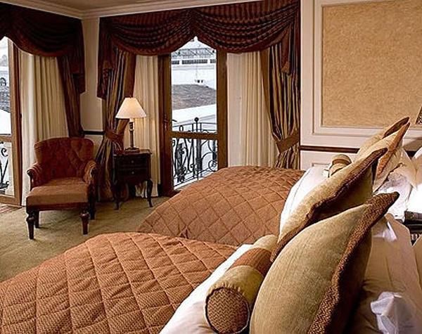 Hotel Plaza Grande - Plaza View suite in Quito, Ecuador