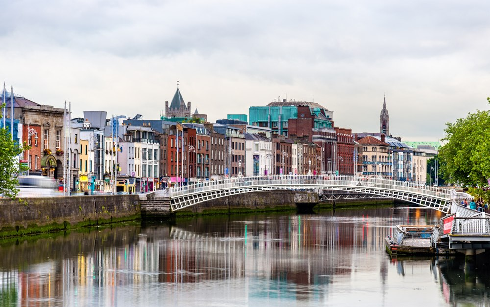 Ha'penny Bridge over Liffey River, Dublin, Ireland
