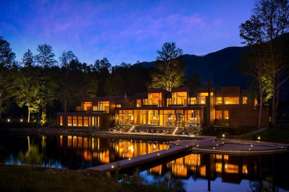 Hacienda Hotel Vira Vira exterio at night, Lake District, Chile