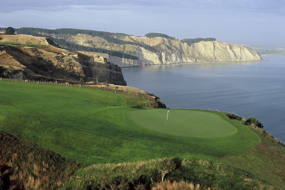 Janie Robinson - Cape Kidnappers 15 hole Pirate's Plank, New Zealand