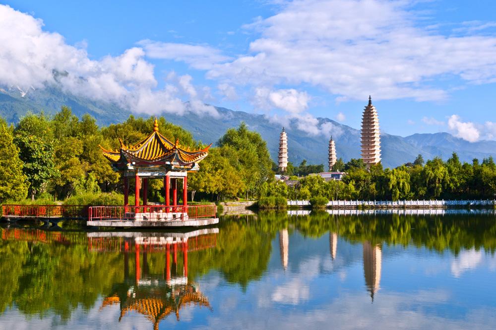 Three white pagodas and Cangshan Mountain in Dali, China