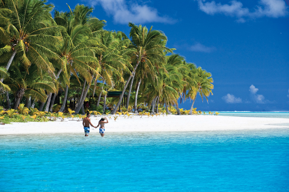 Couple on a Beach in the Cook Islands, CITC037