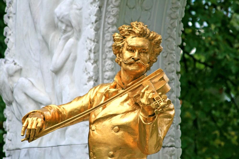 Statue of Johann Strauss in Stadtpark, Vienna, Austria