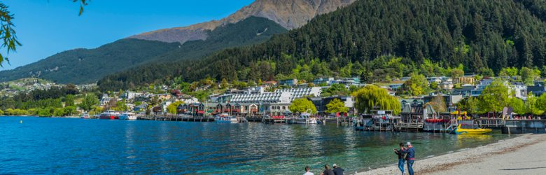 Beach on lake Wakatipu, Queenstown, New Zealand