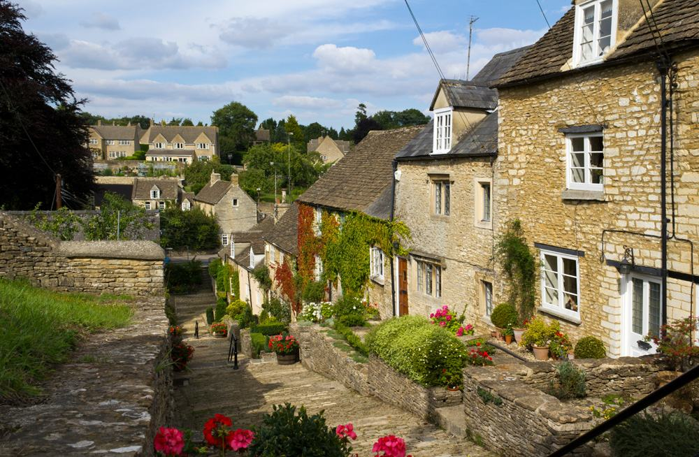 Picturesque old cottages of The Chipping Steps, Tetbury, Cotswolds, Gloucestershire, UK