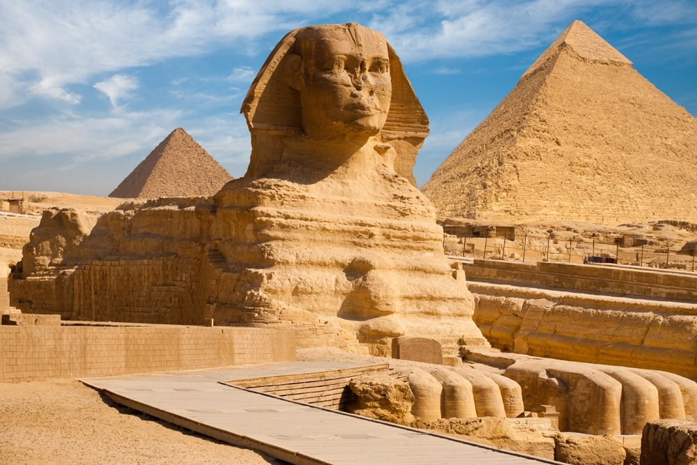 Beautiful profile of the Great Sphinx including pyramids of Menkaure and Khafre in the background, Giza, Cairo, Egypt