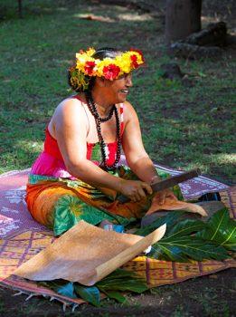 Gemma Adina - Locals Creating Art, Tahiti