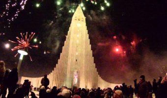 fireworks_in_reykjavik_cathedral_1