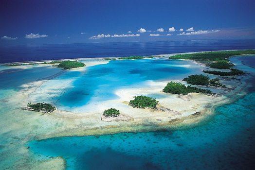 Blue Lagoon in Rangiroa, Tahiti (French Polynesia)