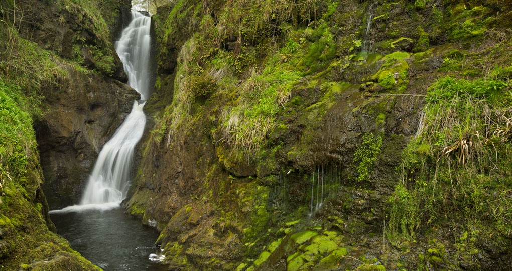 he_ess-na-laragh_waterfall_in_glenariff_forest_park_1